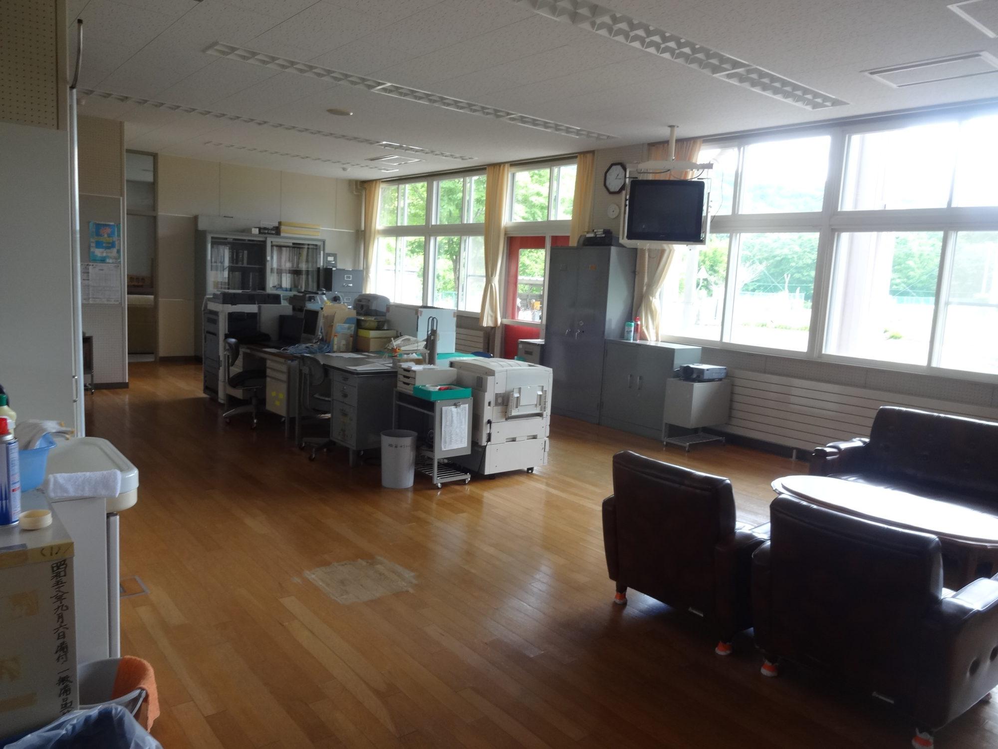南山形小学校-内観4