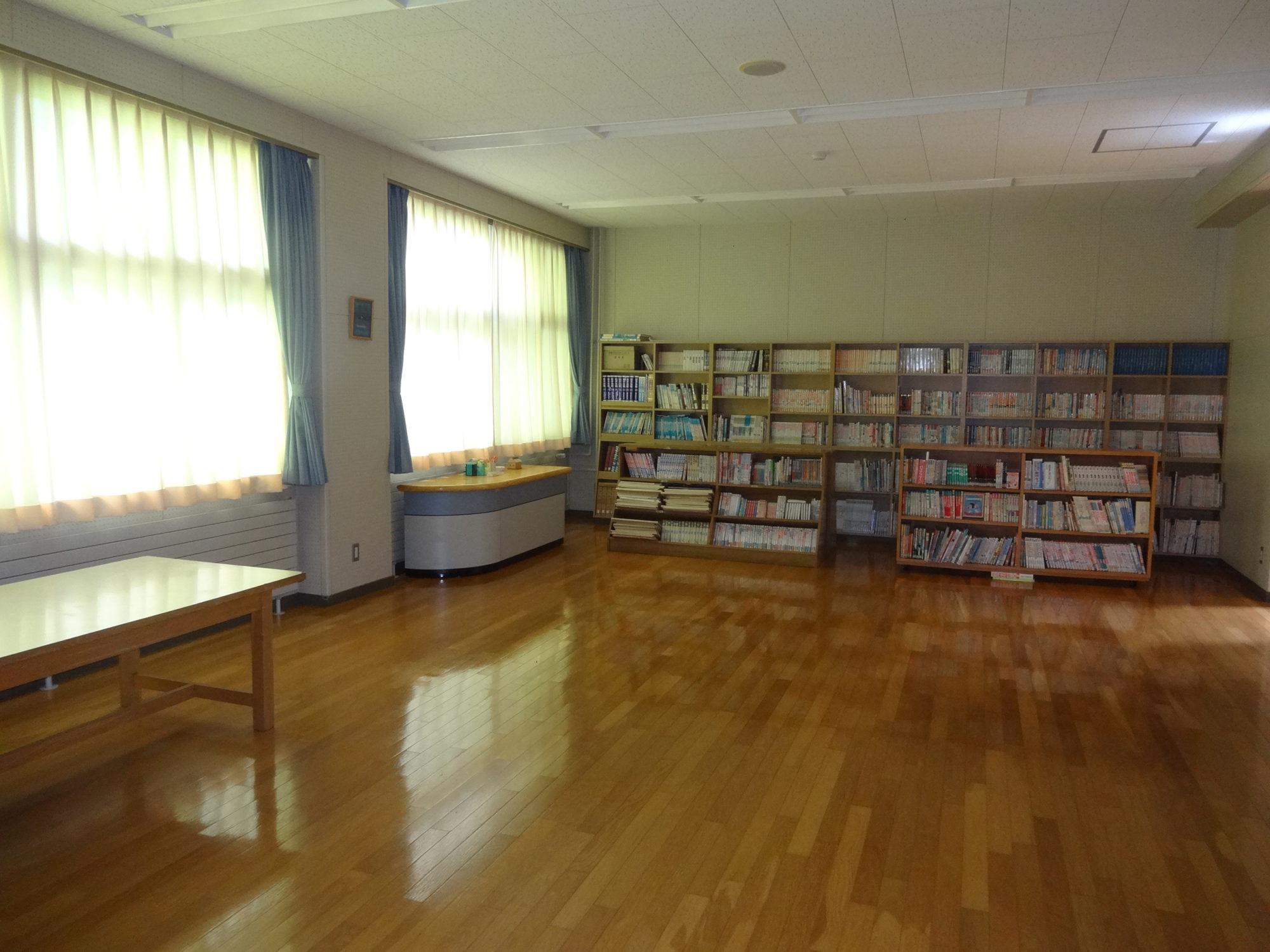 南山形小学校-内観5