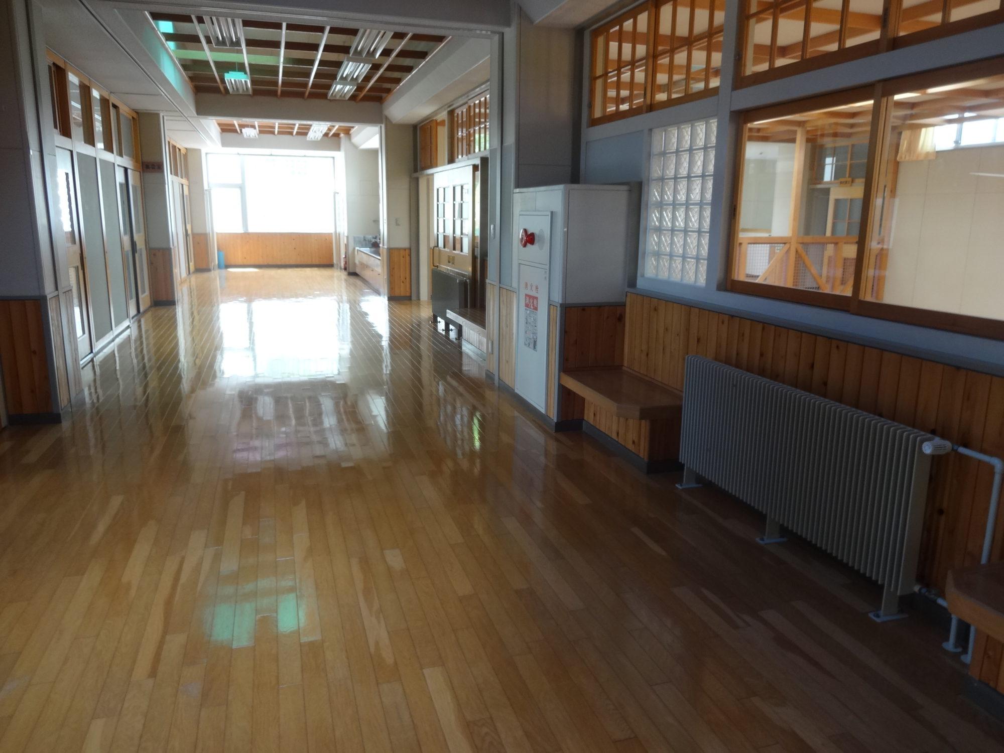 南山形小学校-内観8