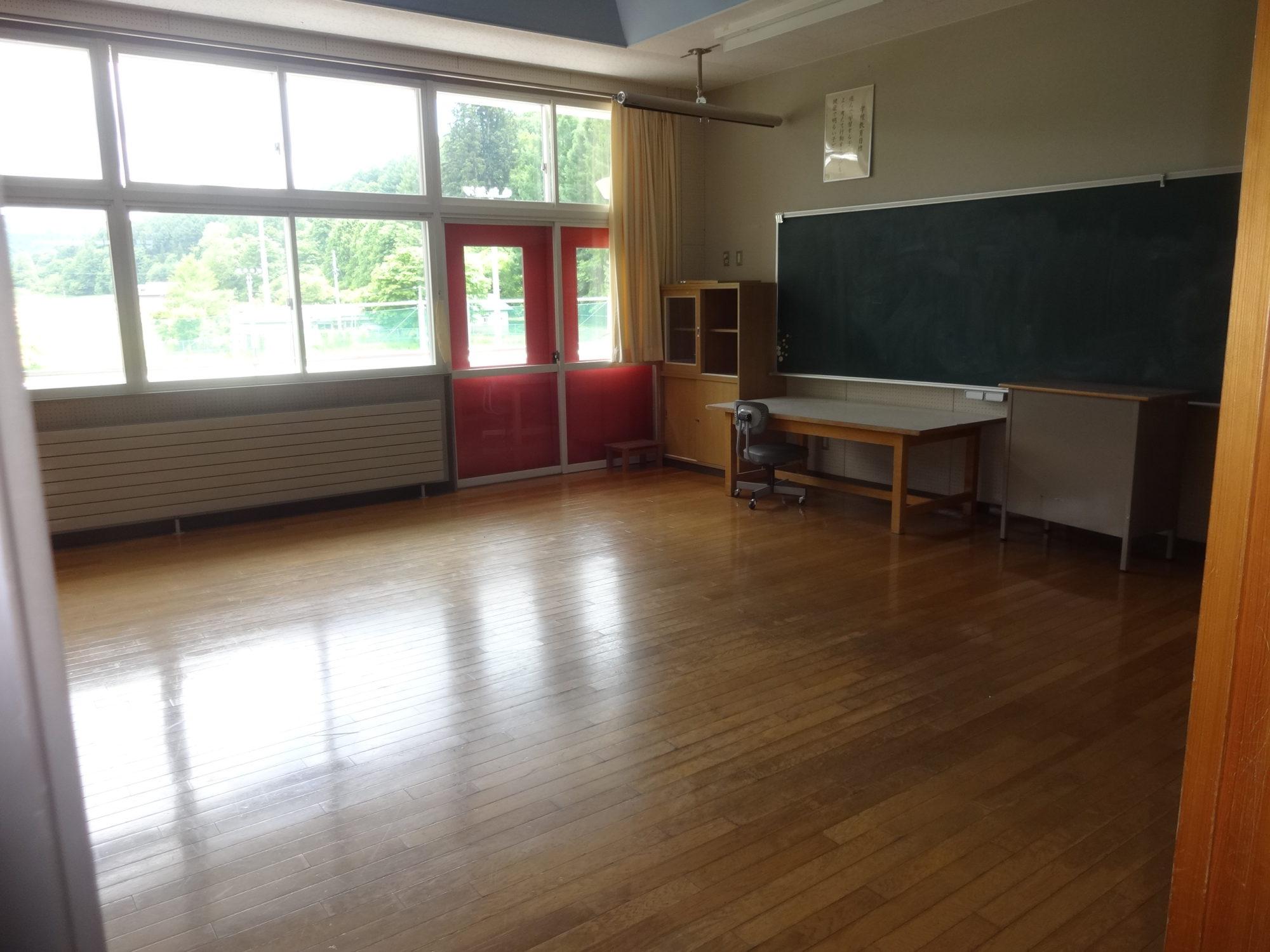 南山形小学校-内観9