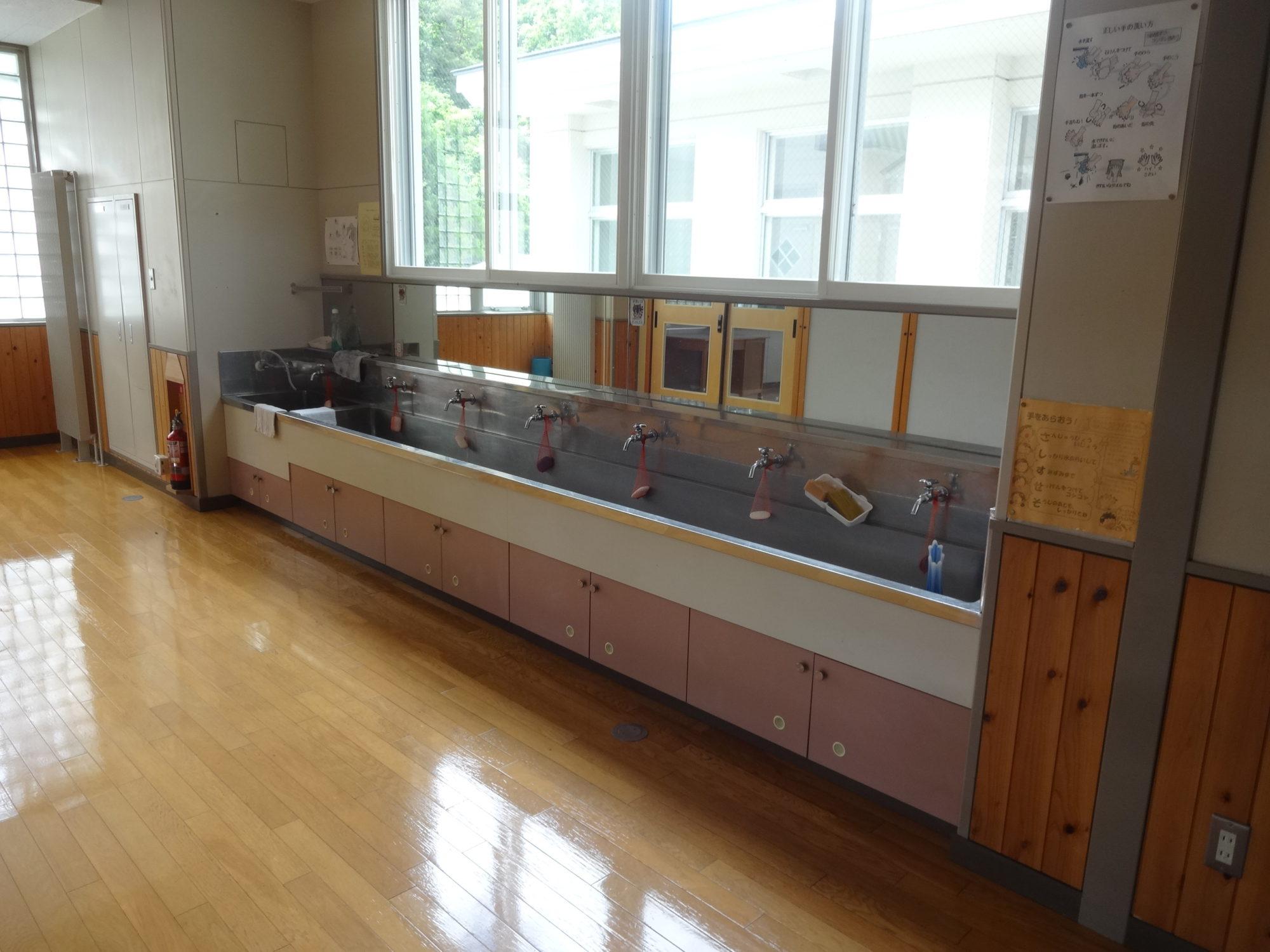 南山形小学校-内観10