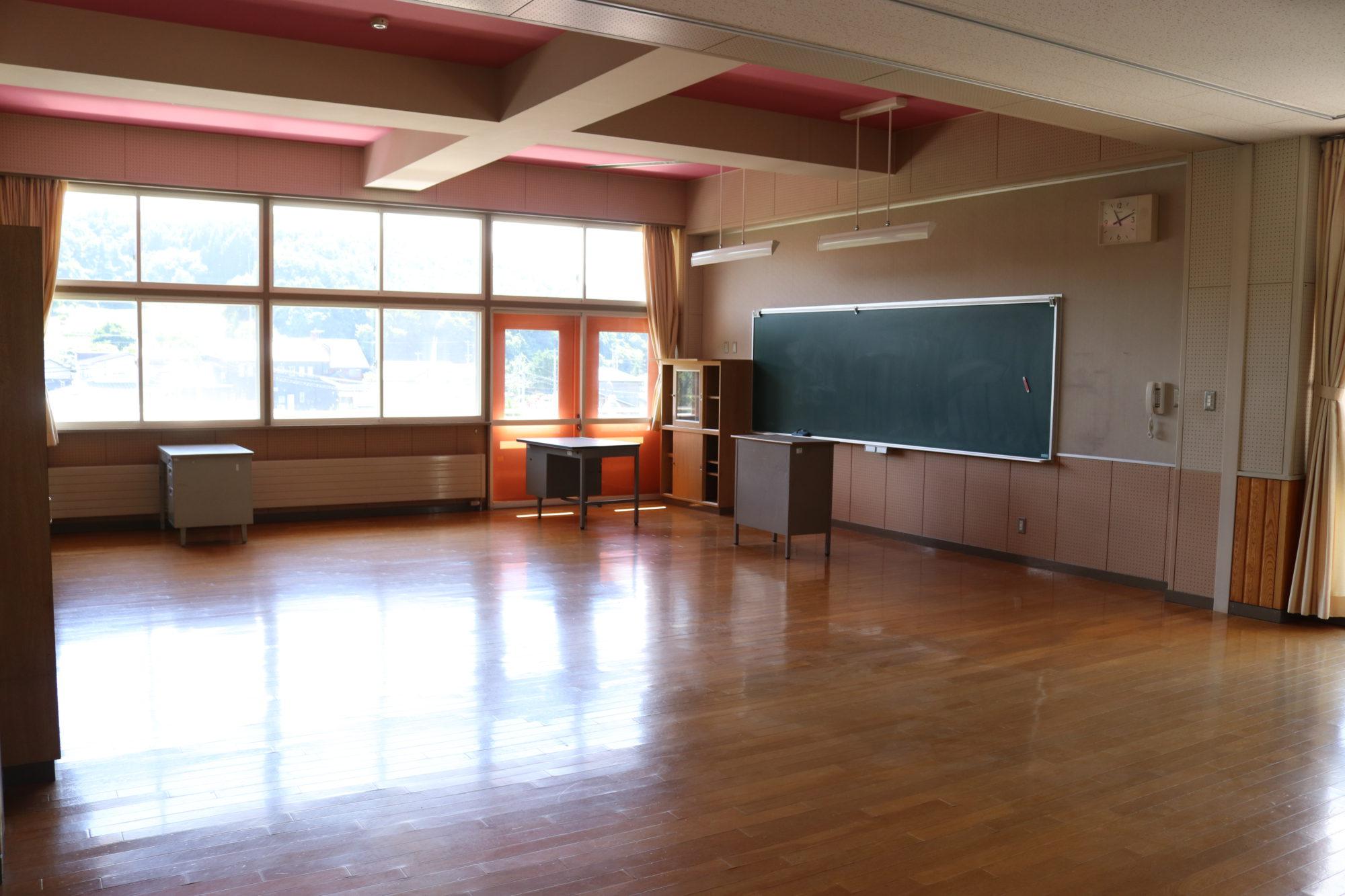 水堀小学校-内観4