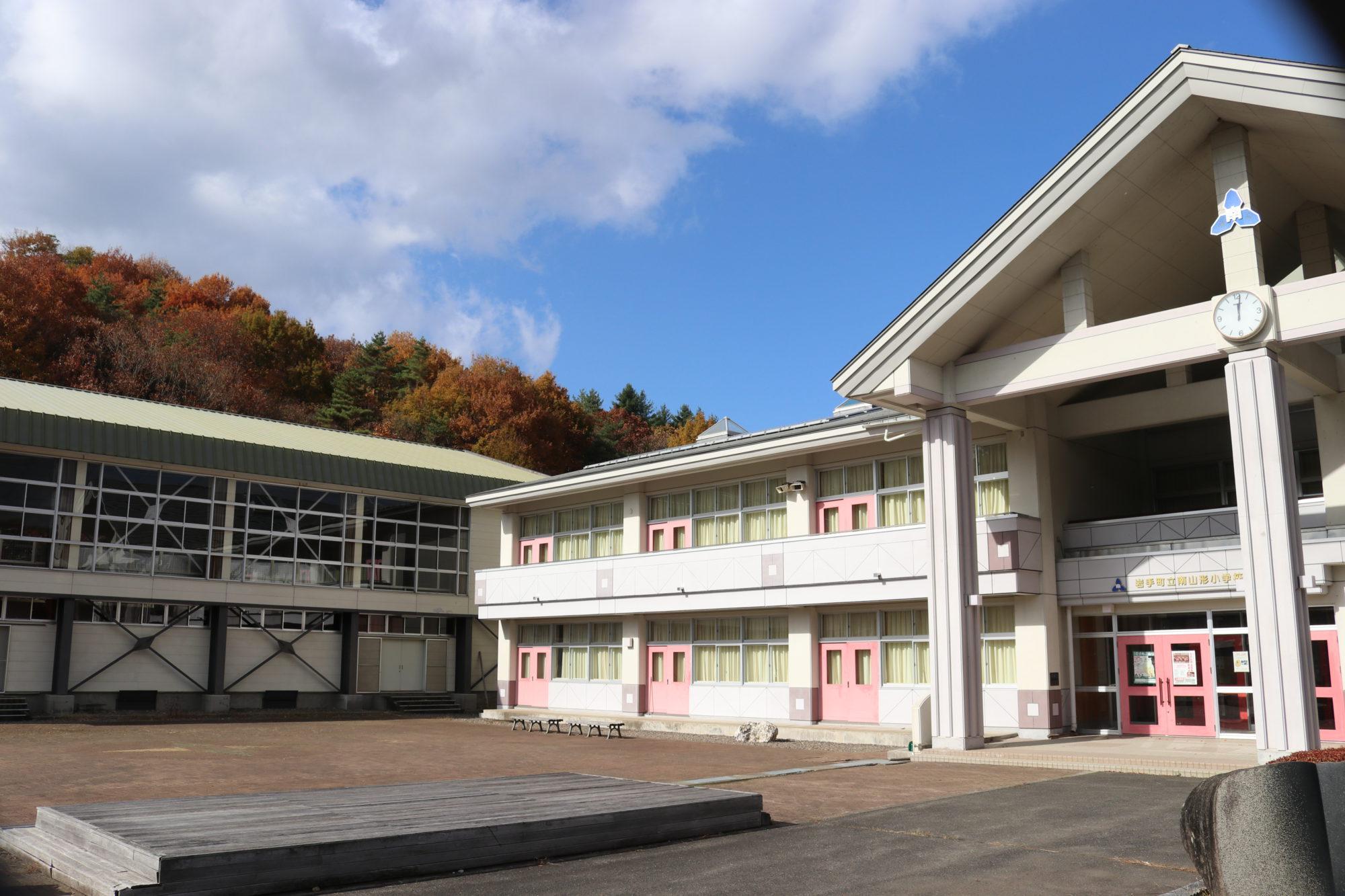 南山形小学校-全体画像