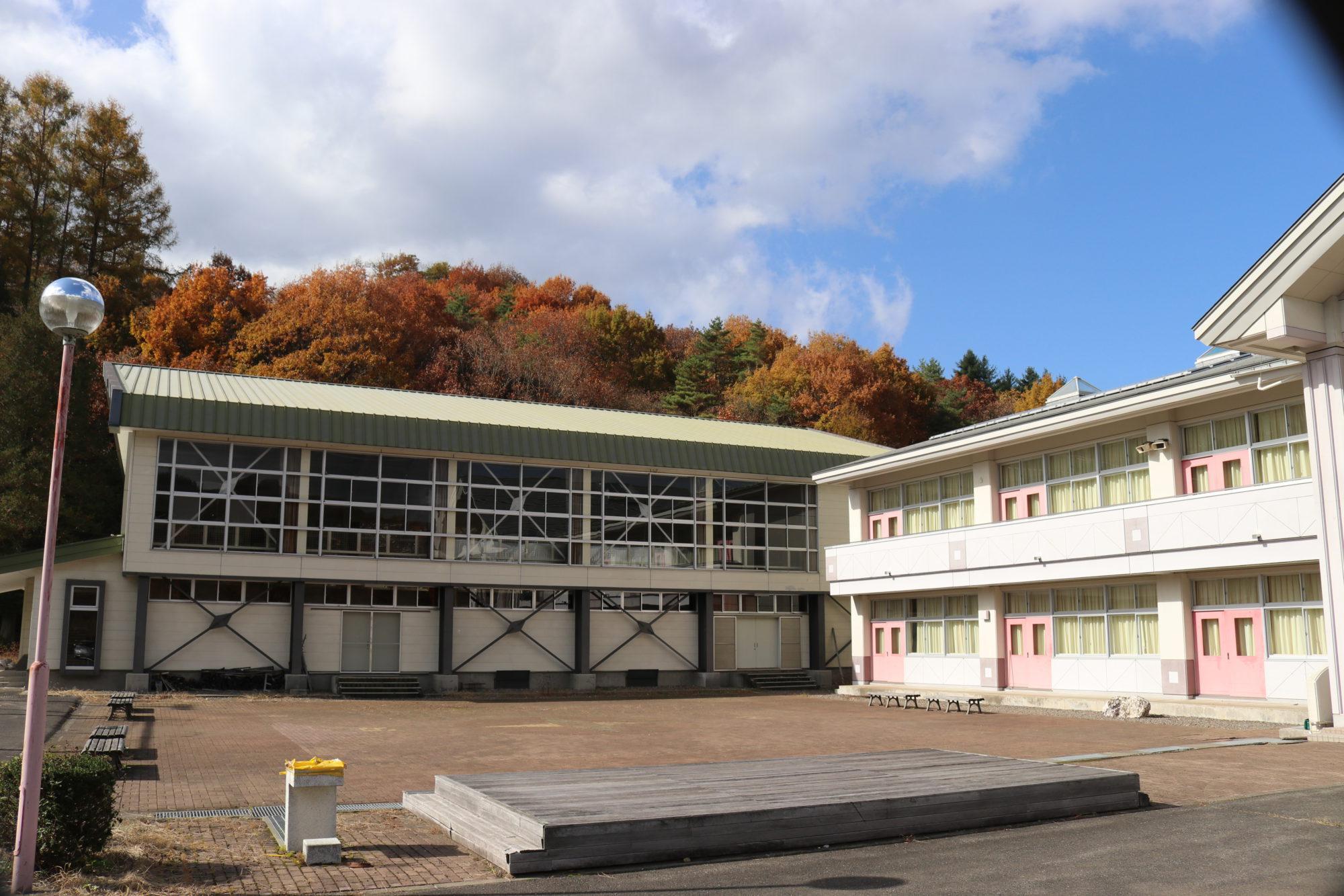 南山形小学校-外観3