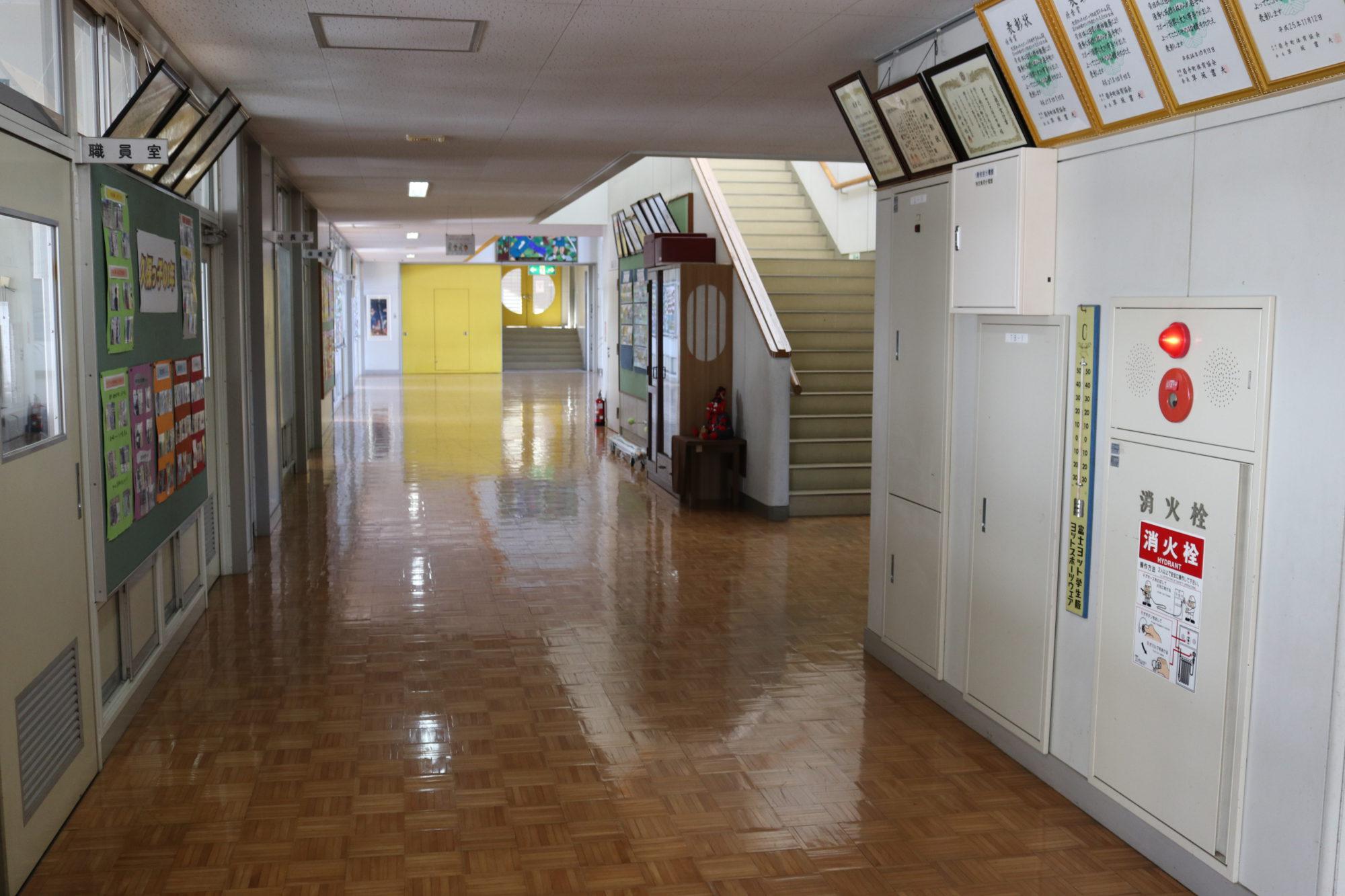久保小学校-内観6